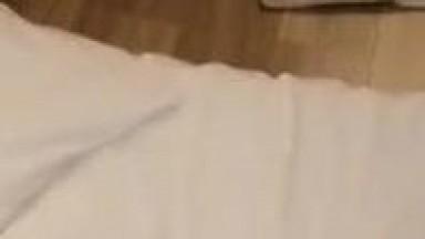 极品萝莉靓妹【大二学妹】08.06勾引美团送药小哥全裸激情啪啪 无套肆意抽插浪穴 跪舔裹射口爆