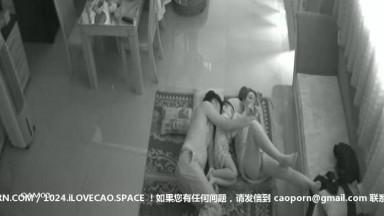 贵在真实家庭网络摄像头被黑TP两口子待孩子睡着后在他旁边过性生活媳妇身材不错美腿小蛮腰