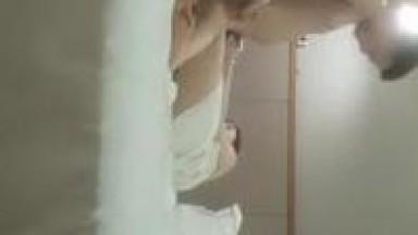 新生代猛男约炮达人〖千寻全国探花〗09.01约操刚下海娇俏小美女 逼紧不抗操 第三人乱入美女吓一跳